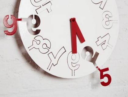 科技之光点亮智慧生活 - 翻转时间的钟表