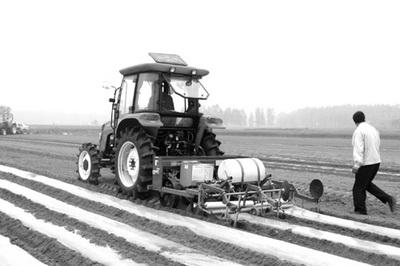 常林农装公司多功能花生播种机受用户青睐