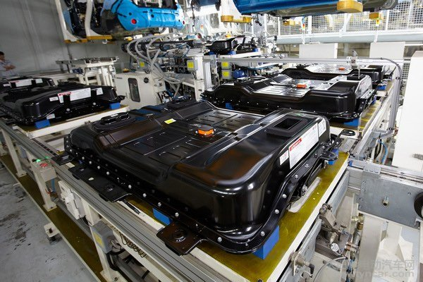 大众汽车全球首发自动化量产热塑性塑料车身零部件成品