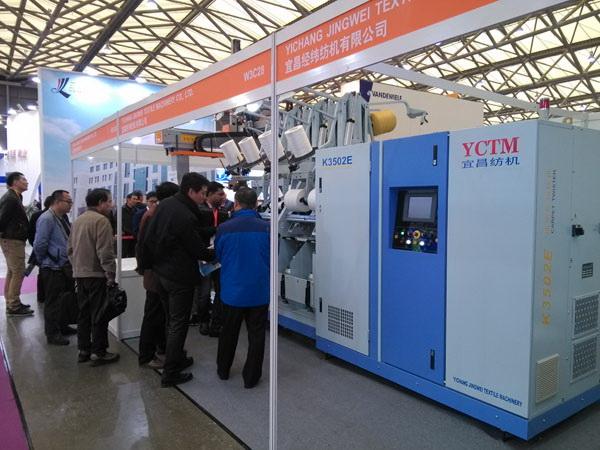 宜昌经纬K3502E高效节能地毯丝加捻机上海参展获得好评