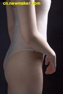英国时装专业大学生用硅胶3D打印定制内衣