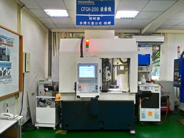NUM与逢甲大学合作的智能型CNC滚齿机