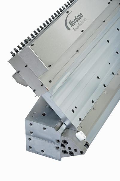 """EDI™ 模头的新一代 AUTOFLEX 厚度自动调节系统的模唇调节""""行程""""大幅提高,增加了自动调节的适应厚度范围"""