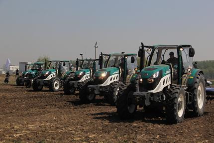 阿波斯P5000动力换挡拖拉机上市 搭载自动驾驶系统