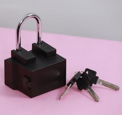 内建u-blox技术的连网挂锁可保护和追踪运输中的货物