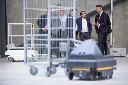 Mobile Industrial Robots宣布与佛吉亚展开战略合作,助其优化全球内部物流
